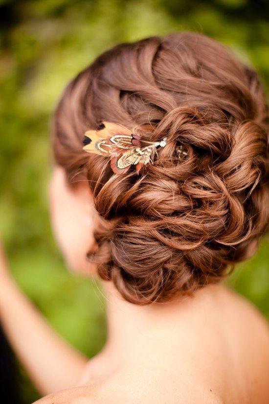 [3] Украшение для волос невесты из перьев