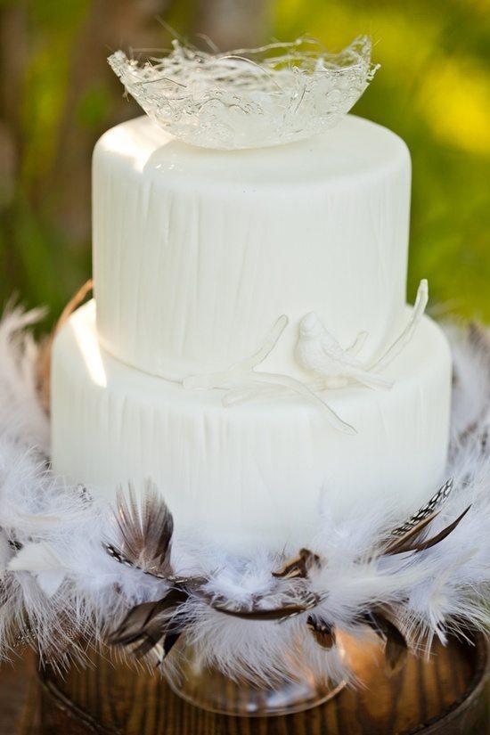 [5] Торт украшенный перьяим
