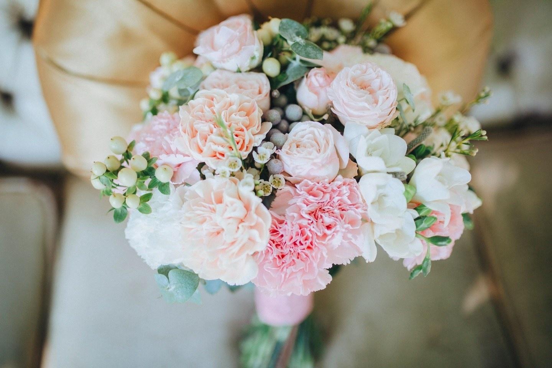 Букет невесты: портбукетница или на «своих ножках»?