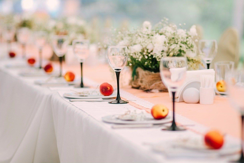 Как накрыть стол на свадьбу своими руками фото8