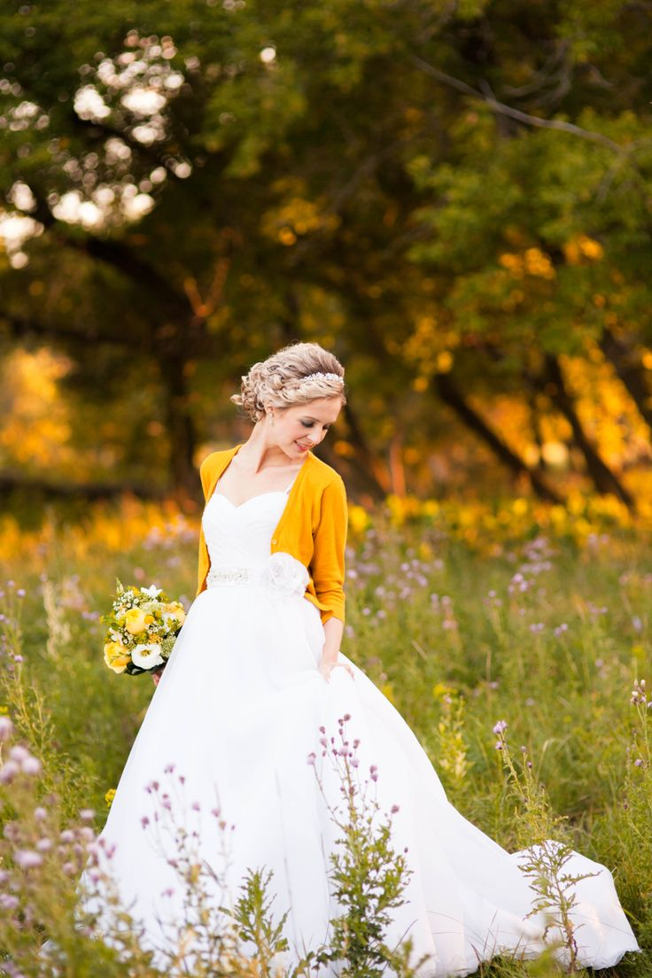 современный практичный свадебное платье для осени фото найдете много