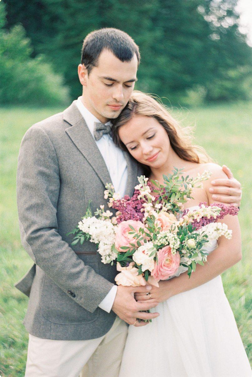 Весенняя легкость: майская годовщина Юлии и Дениса