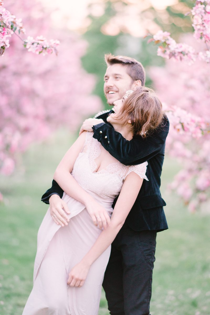 Нежность цветущей яблони съемка love-story Насти и Льва (19)