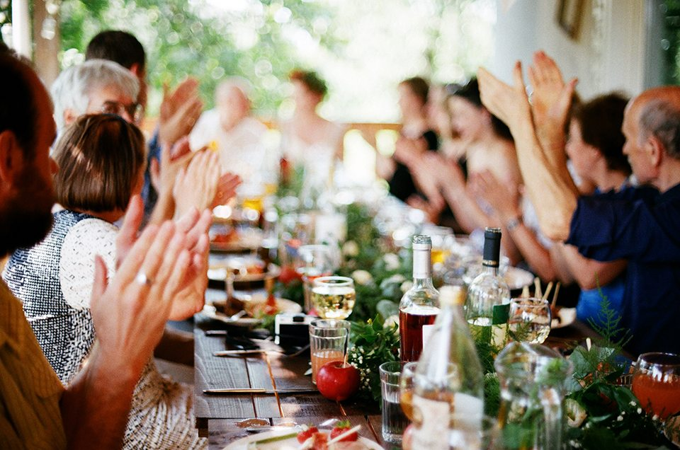 Уютная атмосфера дачи: свадьба Аси и Филиппа