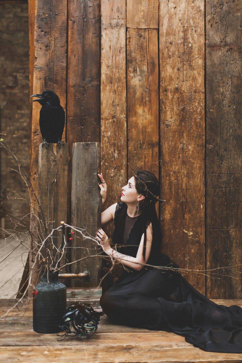 Прикосновение черного: стилизованная съемка