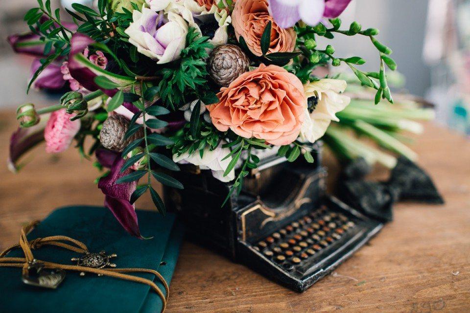 Открытка с днем рождения мужчине строгая с цветами