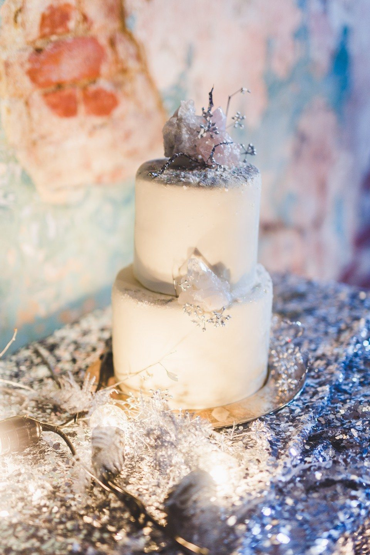 Ледяная геометрия: стилизованная свадебная съемка