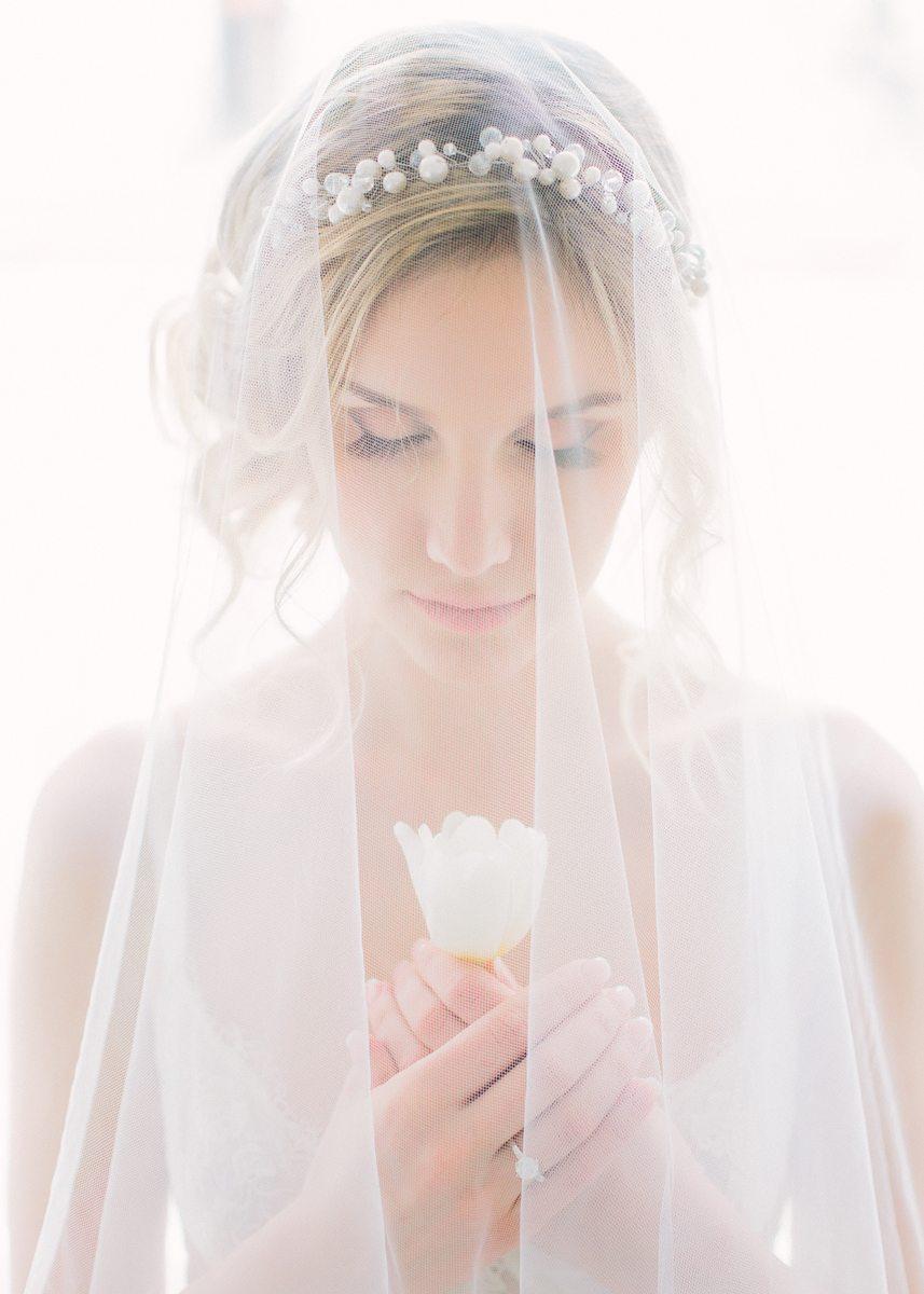 Весенние лучи солнца: стилизованная съемка утра невесты