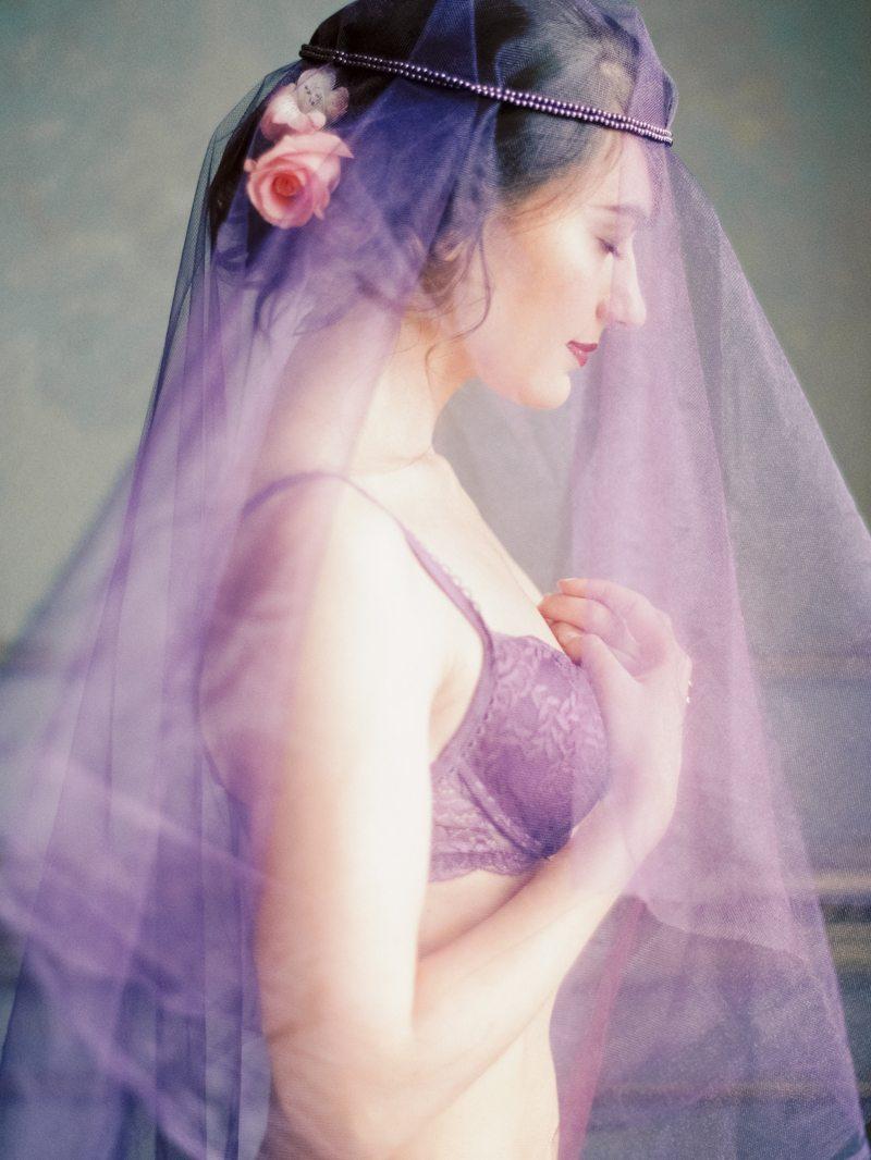 Purple Boudoir: стилизованная съемка утра невесты