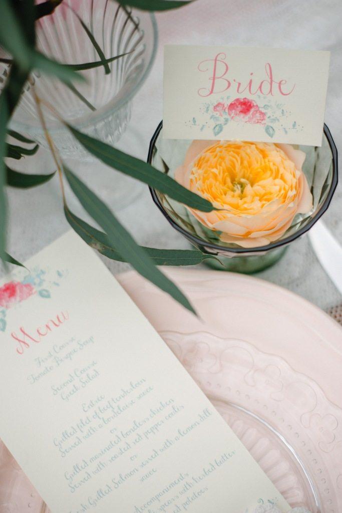 Шебби-шик в цветущем саду: стилизованная съемка