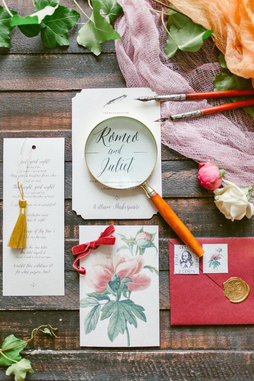 Романтика книжных полок: стилизованная съемка