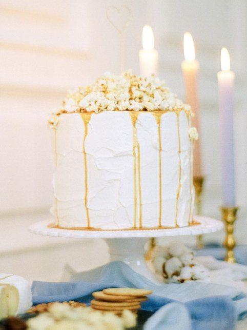 Одноуровневые торт с подтеками от Yumbaker Автор фото: Макс Колибердин; стилизованная съемка