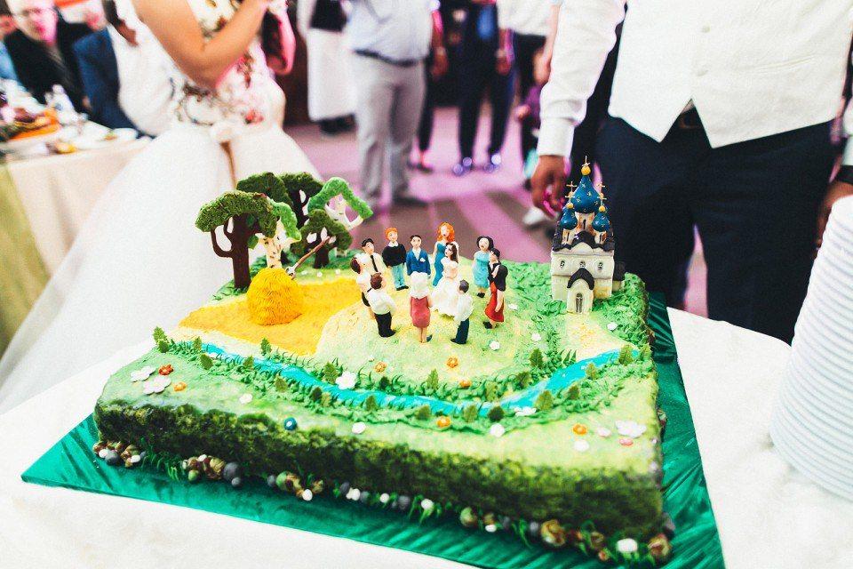 Торт с фигурками Автор фото: Константин Еремеев; свадьба Анны и Сергея