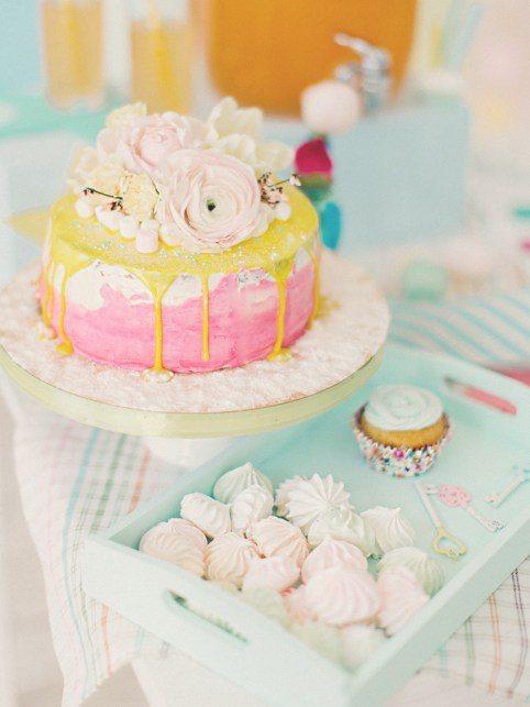 Свадебный торт в пастельно-лимонадной гамме от Александра Лисина Автор фото: Маргарита Ермолаева; love-story Саши и Фила