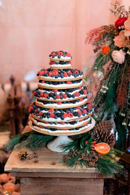 Яркий, эклектичный и очень праздничный бохо-торт Автор фото: Константин Семенихин; свадьба Дмитрия и Наташи