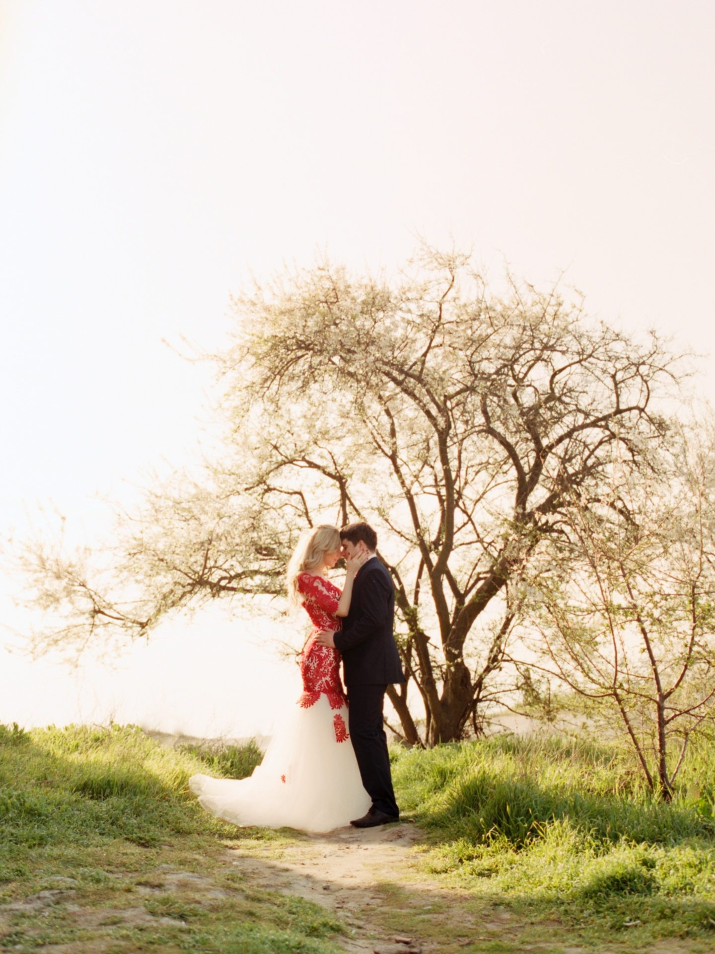 В лучах утреннего солнца: love-story Юлии и Сергея