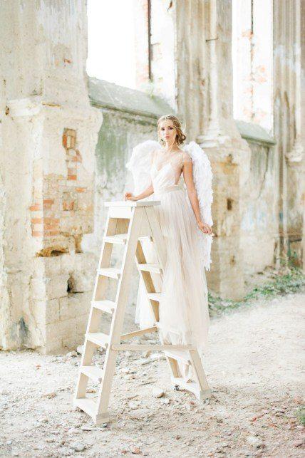 История Татьяны Чайко об ангеле, озарившем руины старинного костела Модель: Ирина Присяженко