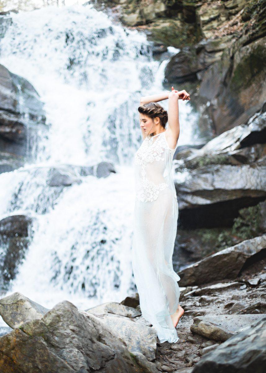 Мелодия водопада: стилизованная фотосессия
