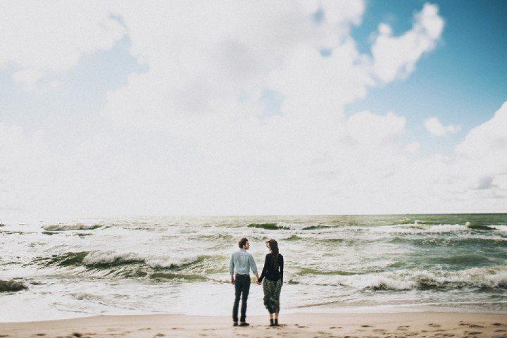 По волнам: 22 влюбленные фотографии на пляже