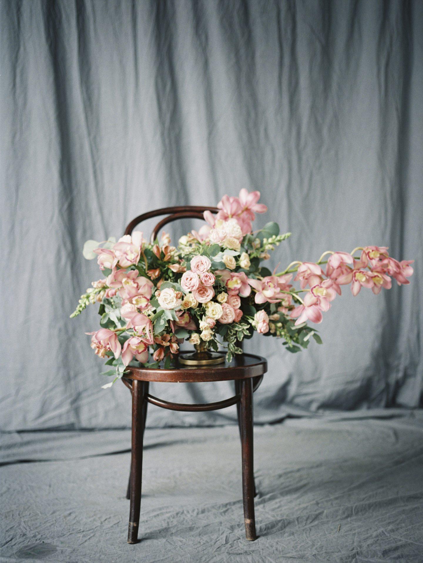 Lush Cymbidium Orchids: стилизованная фотосессия