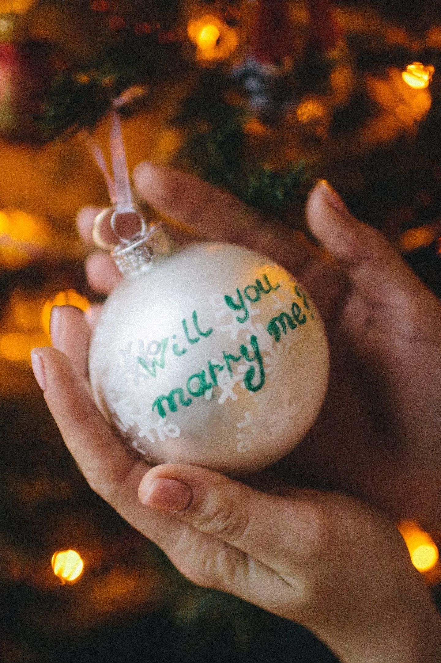 Как он сделал мне предложение в Новый год: история Саши и Алены