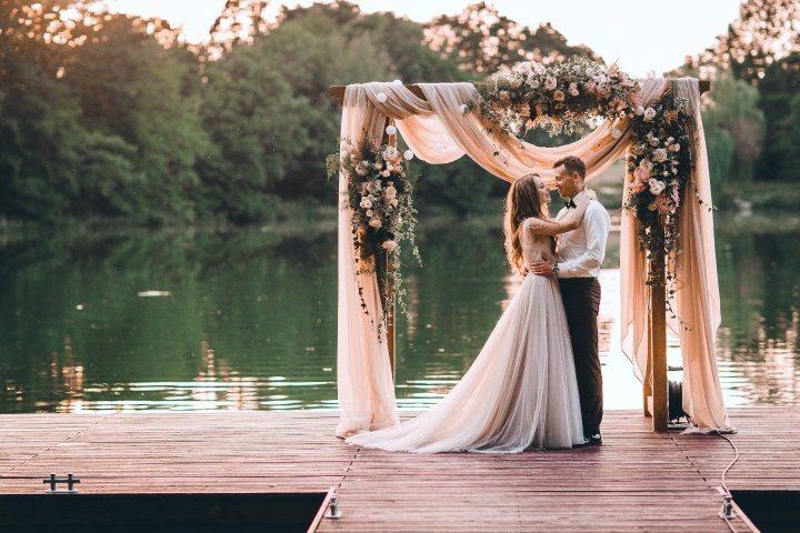 ac7470527716fd 9 способів знайти вашого весільного фотографа - все про весілля від А до Я