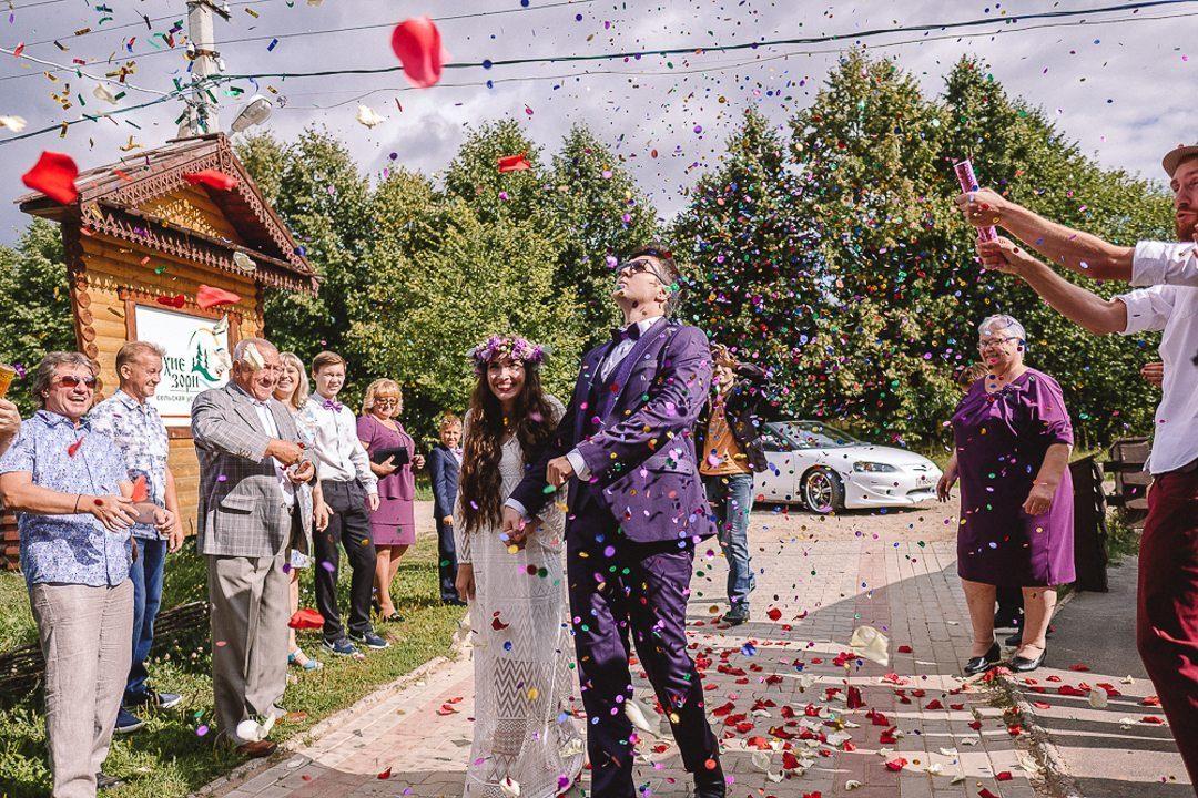 Яркая летняя свадьба в фиолетовой палитре