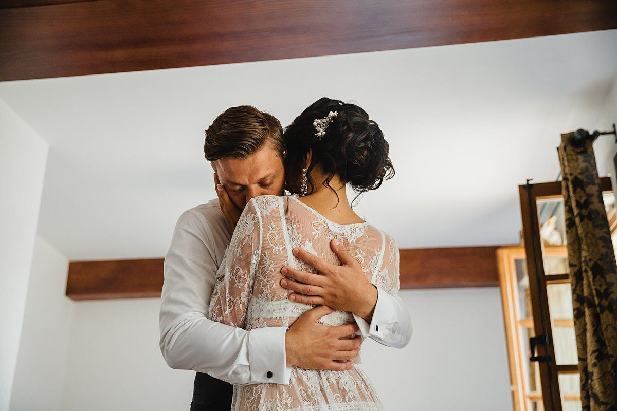 Классическая свадьба в цвете марсала в Черногории