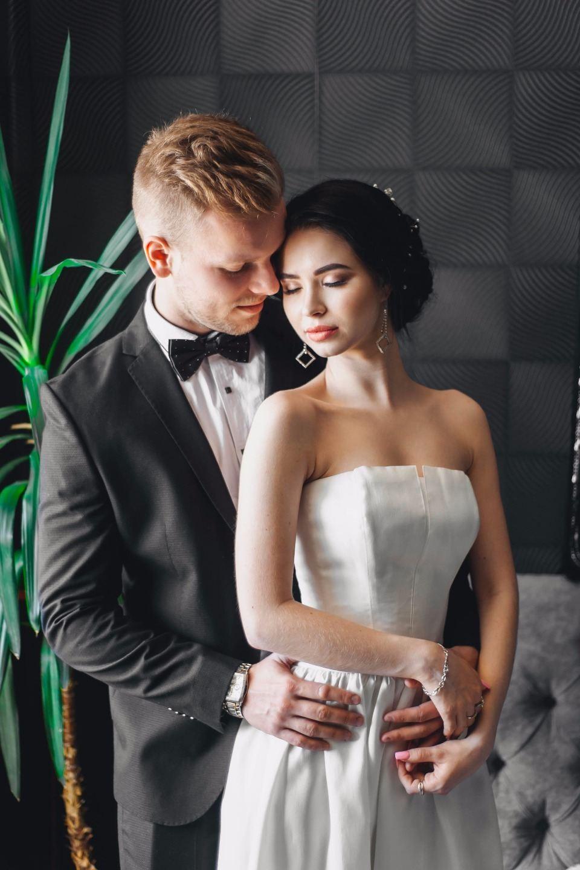 Молодежная летняя свадьба на природе
