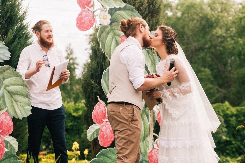 Как медведь нашел свою ягоду: свадьба в стиле русской народной сказки