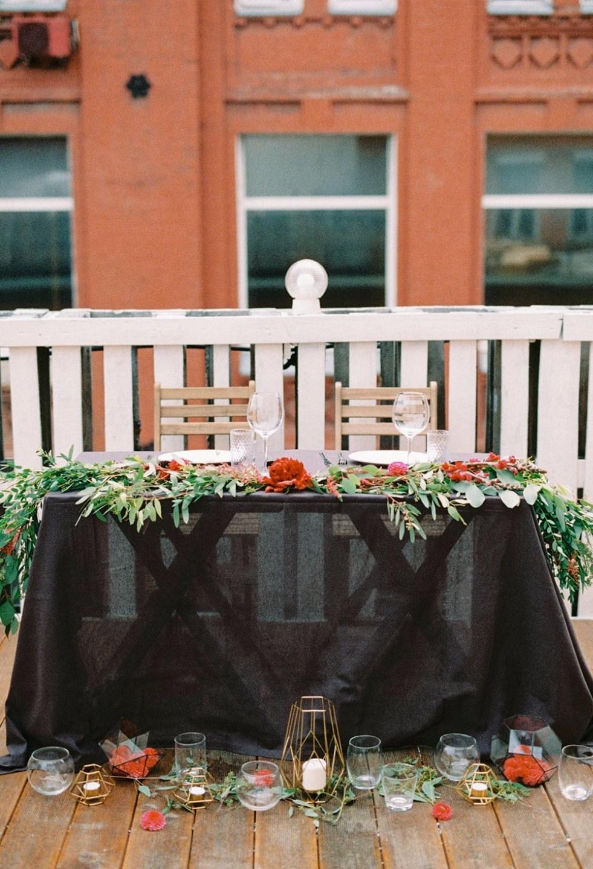 Благородный черный: свадьба на крыше