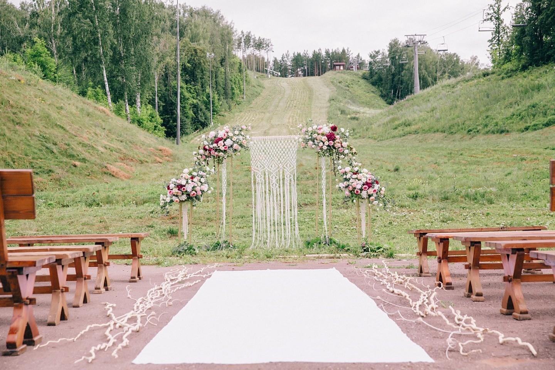 В окружении природы: бохо-свадьба в тематике макраме