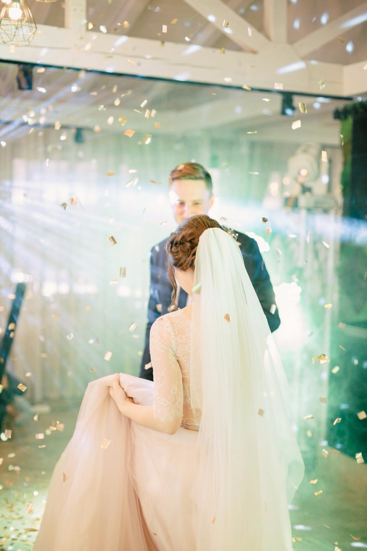 Нежность весны: романтичная загородная свадьба