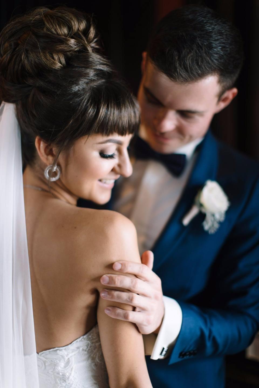 Блеск улыбок: солнечная летняя свадьба