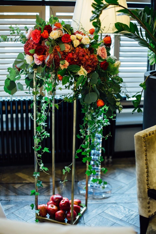 Яблоневый сад: свадьба в цвете марсала