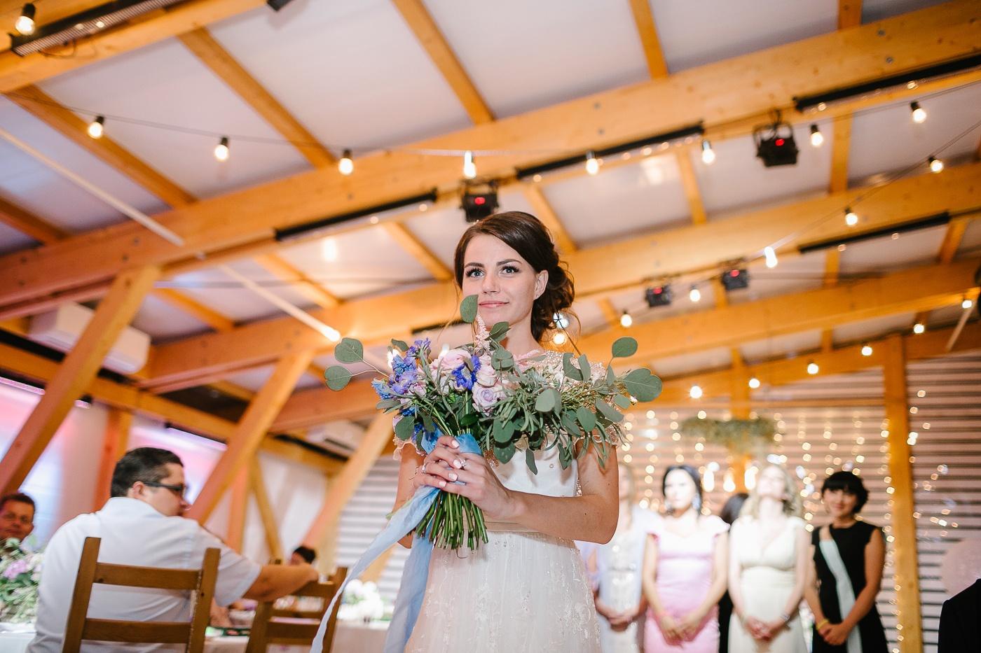 Романтика и рустик: свадьба в розово-голубой палитре