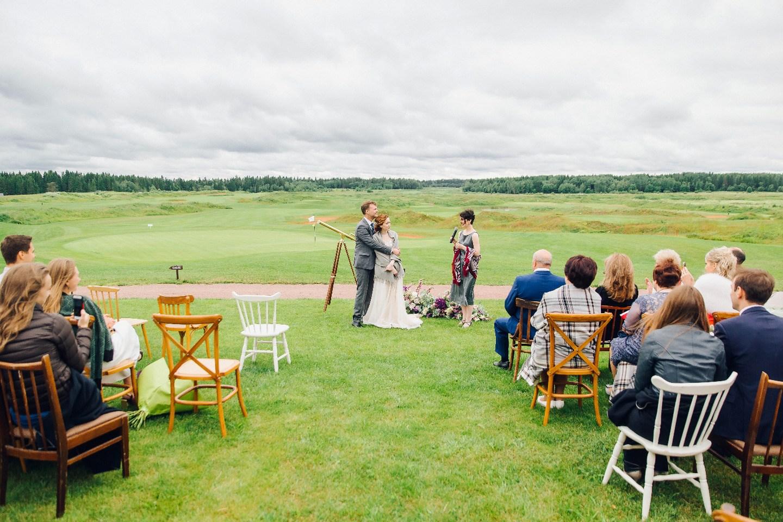 Так решили звезды: уютная свадьба в гольф-клубе