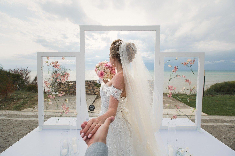 Трижды счастливы в мае: свадьба в Крыму