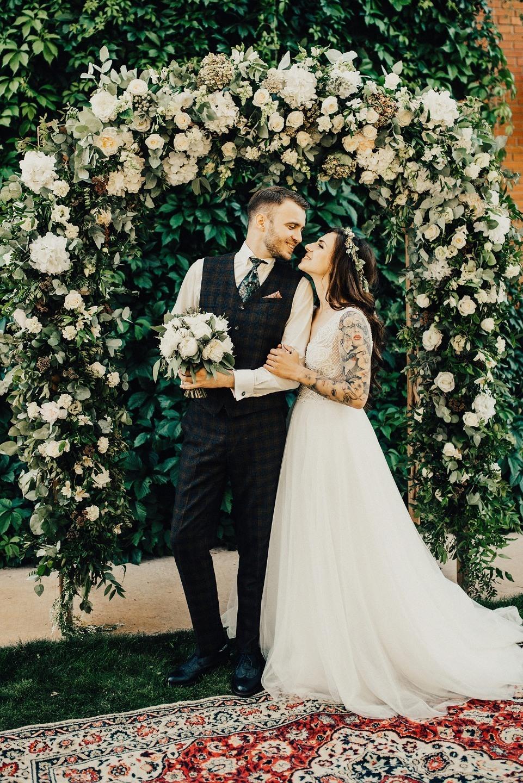 Семейные ценности: уютная и теплая свадьба на природе