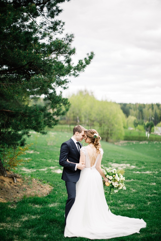 Когда расцветают чувства: майская свадьба в яхт-клубе