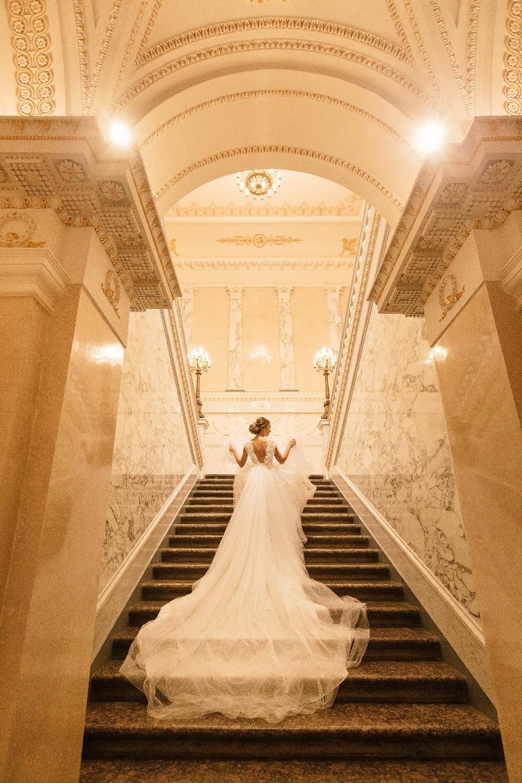 Как в кино: «зеркальная» свадьба в Летнем Дворце