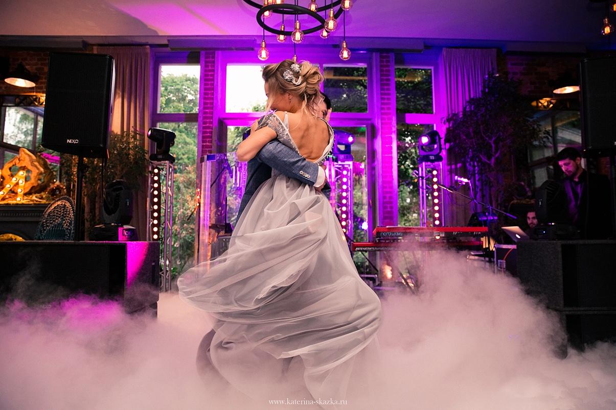 Нити судьбы: свадьба в фиолетовой палитре
