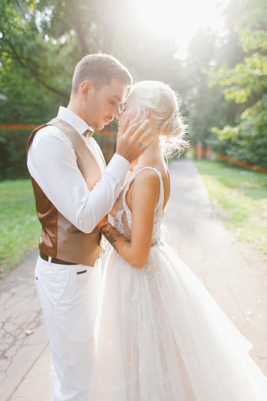Поцелуй солнца: романтичная свадьба в белоснежной палитре
