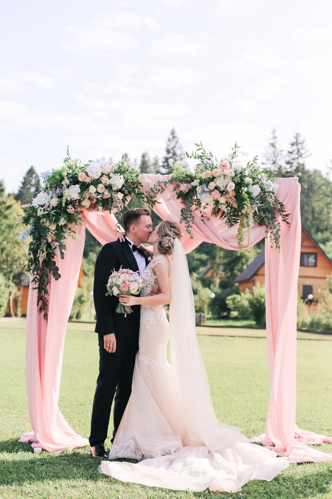 Загородная классика: свадьба в розово-голубой палитре