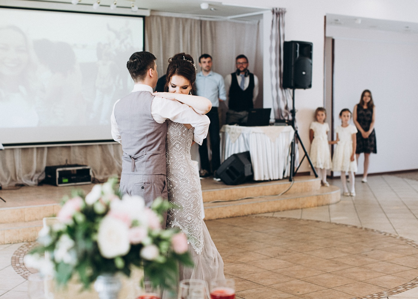 Петербургская элегантность: свадьба в серо-розовой палитре