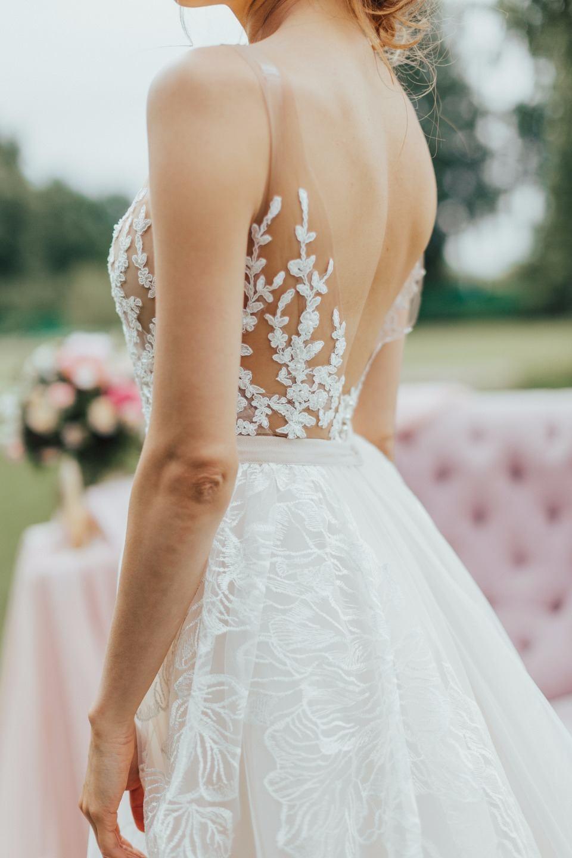 В розовых тонах: свадьба под открытым небом