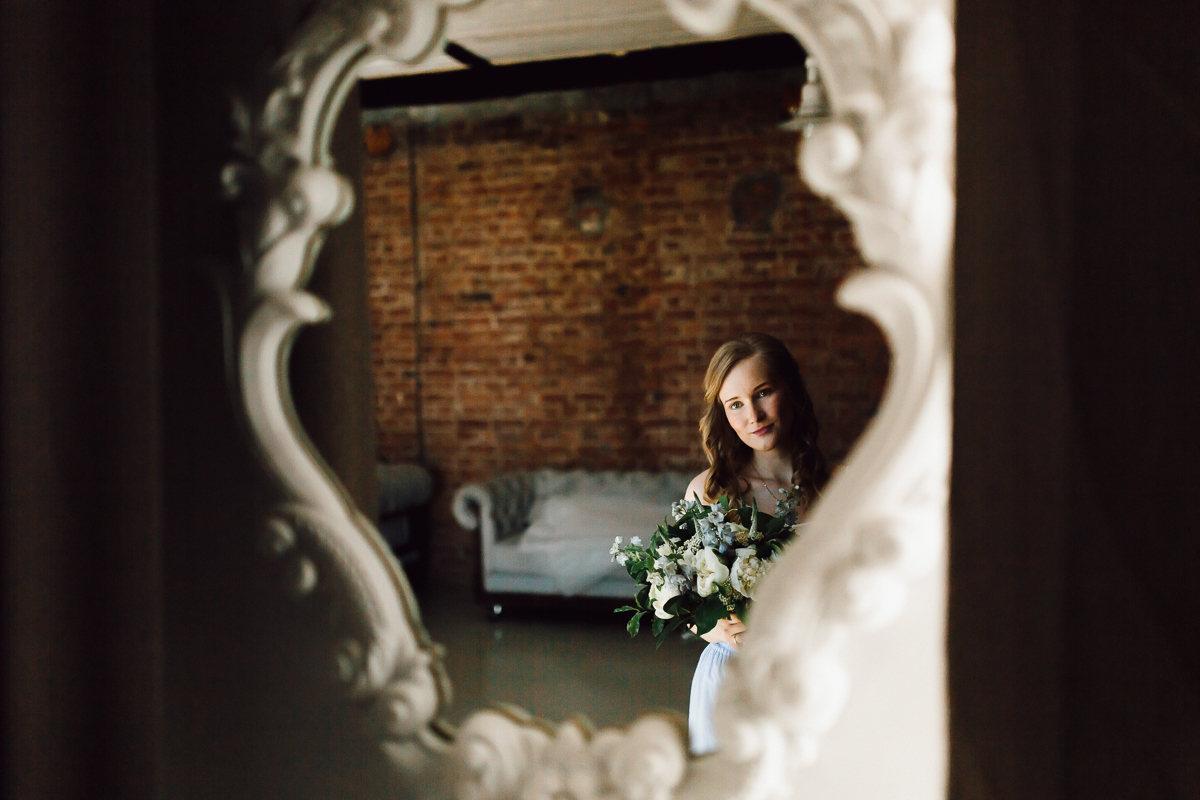 Весенние контрасты: свадьба в лофте