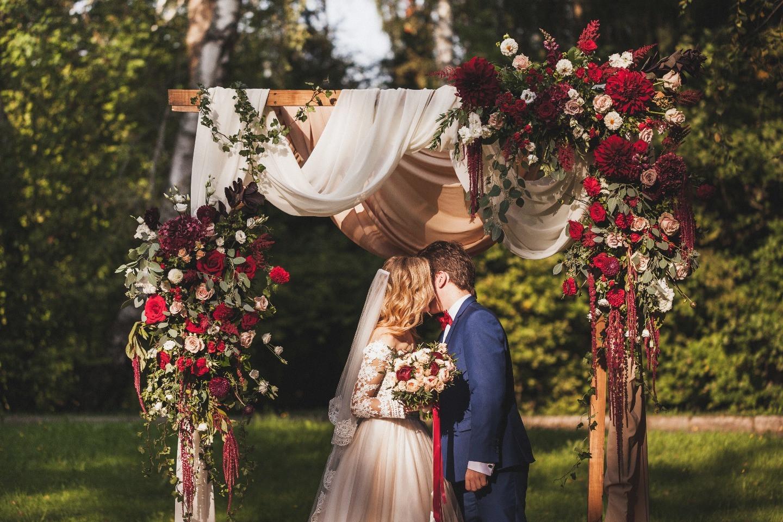 Ягодная свадьба: праздник в бордовой палитре