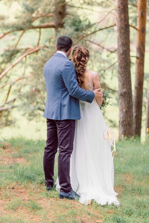 На свежем воздухе: летняя свадьба за городом