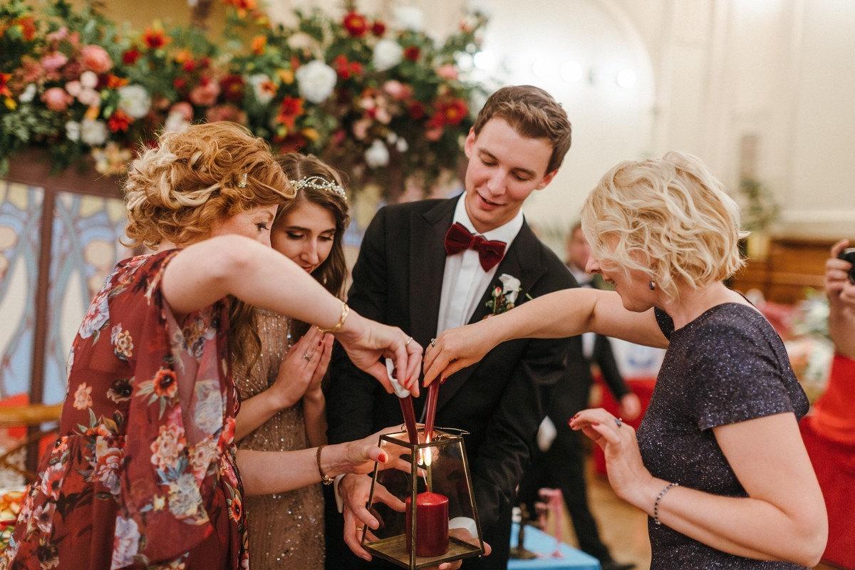 В стиле ар-нуво: свадьба в бордовой палитре